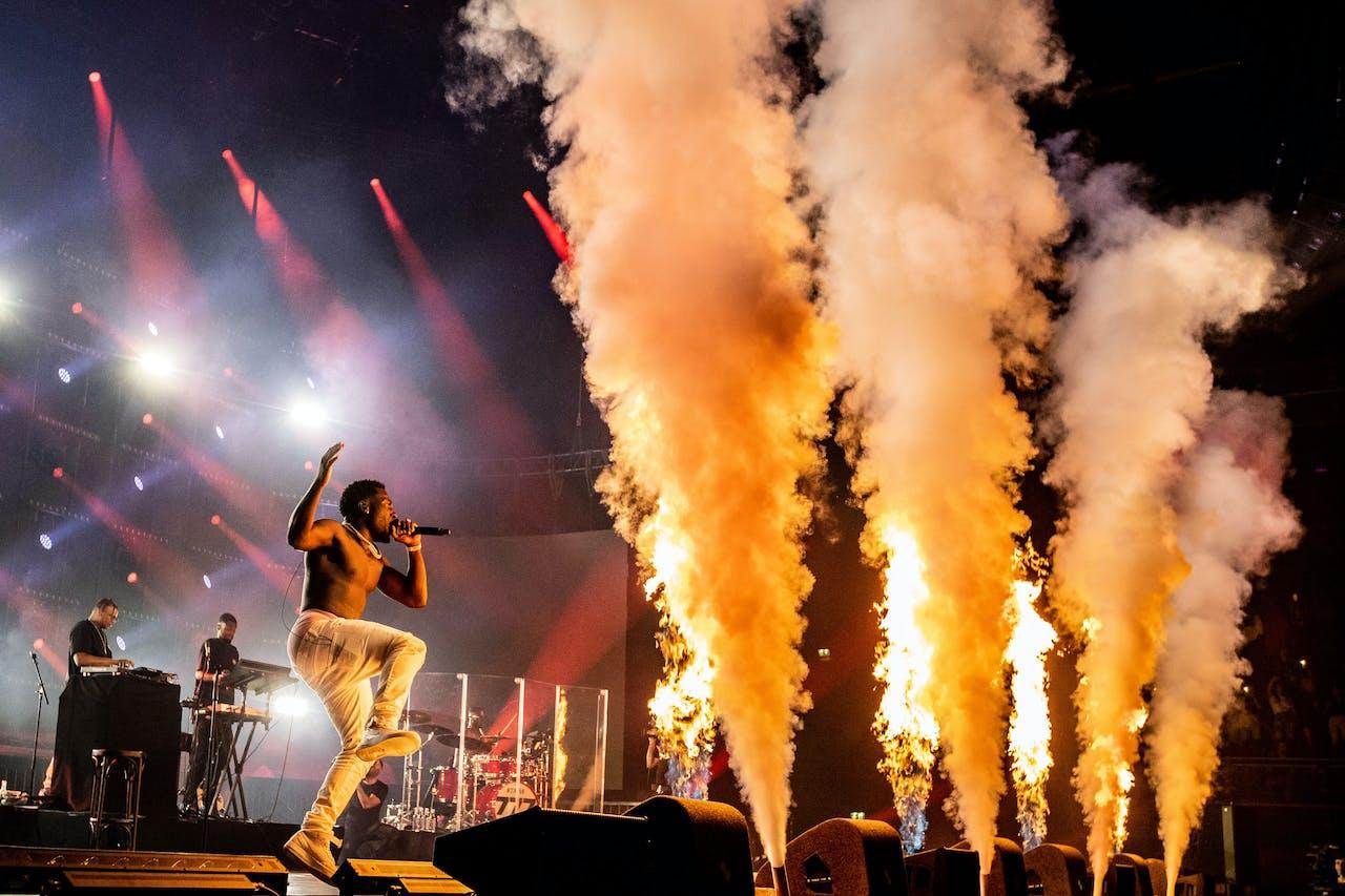 AMSTERDAM – Frenna (Francis Edusei) treedt op tijdens zijn show Frenna Deluxe in de Ziggo Dome. Het optreden is onderdeel van de Larger Than Live concertreeks.