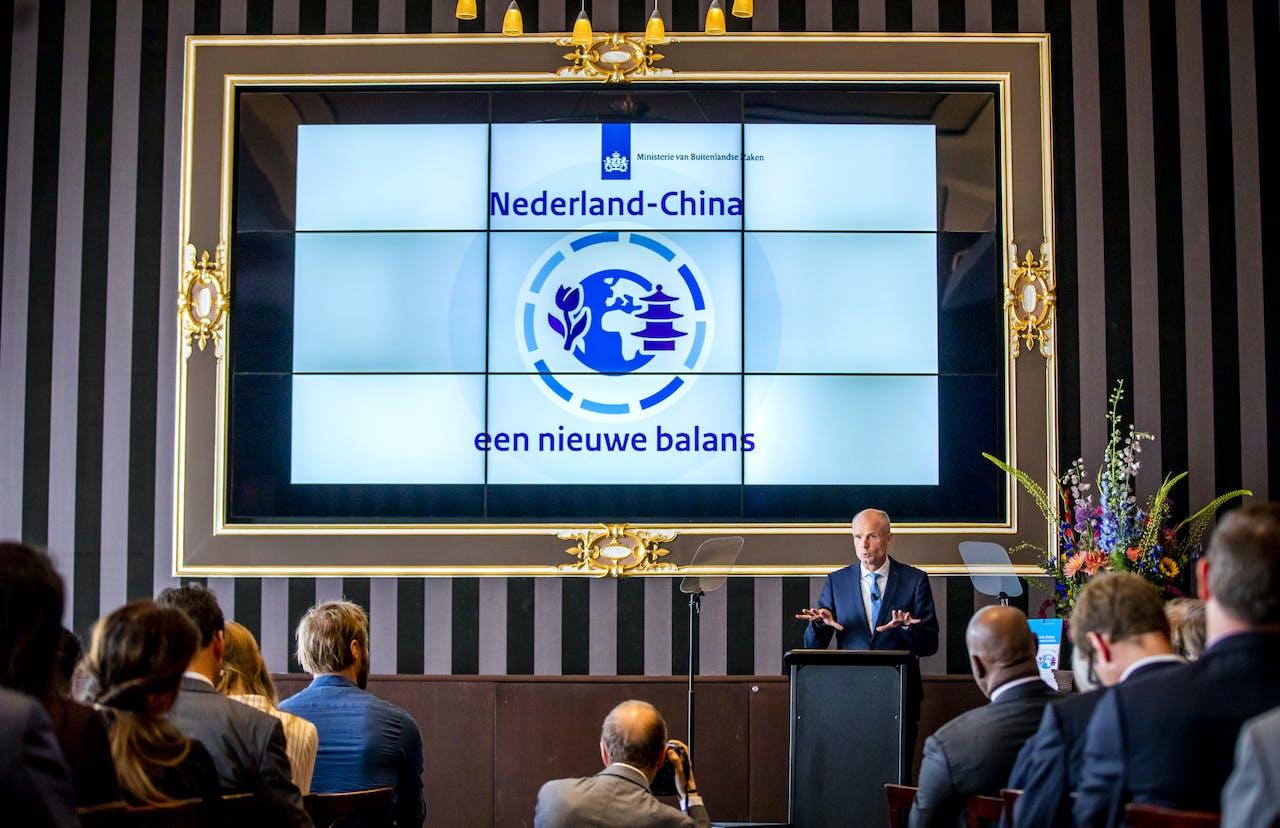 DEN HAAG - Minister Stef Blok (Buitenlandse Zaken) geeft een toelichting op de China-strategie, opgesteld door het kabinet. In het document staat hoe Nederland op economisch en strategisch gebied met het land om moet gaan. ANP REMKO DE WAAL