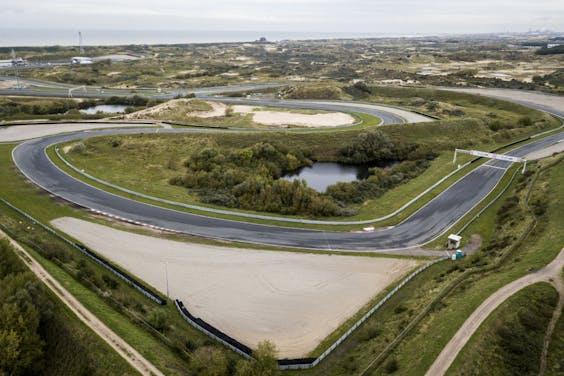 2019-10-15 12:06:48 ZANDVOORT - Luchtfoto van Circuit Zandvoort. Op het circuit wordt gewerkt aan de hoofdtribune. Verschillende natuur- en milieuorganisaties stappen naar de rechter omdat ze willen dat de werkzaamheden worden stilgelegd. ANP SEM VAN DER WAL
