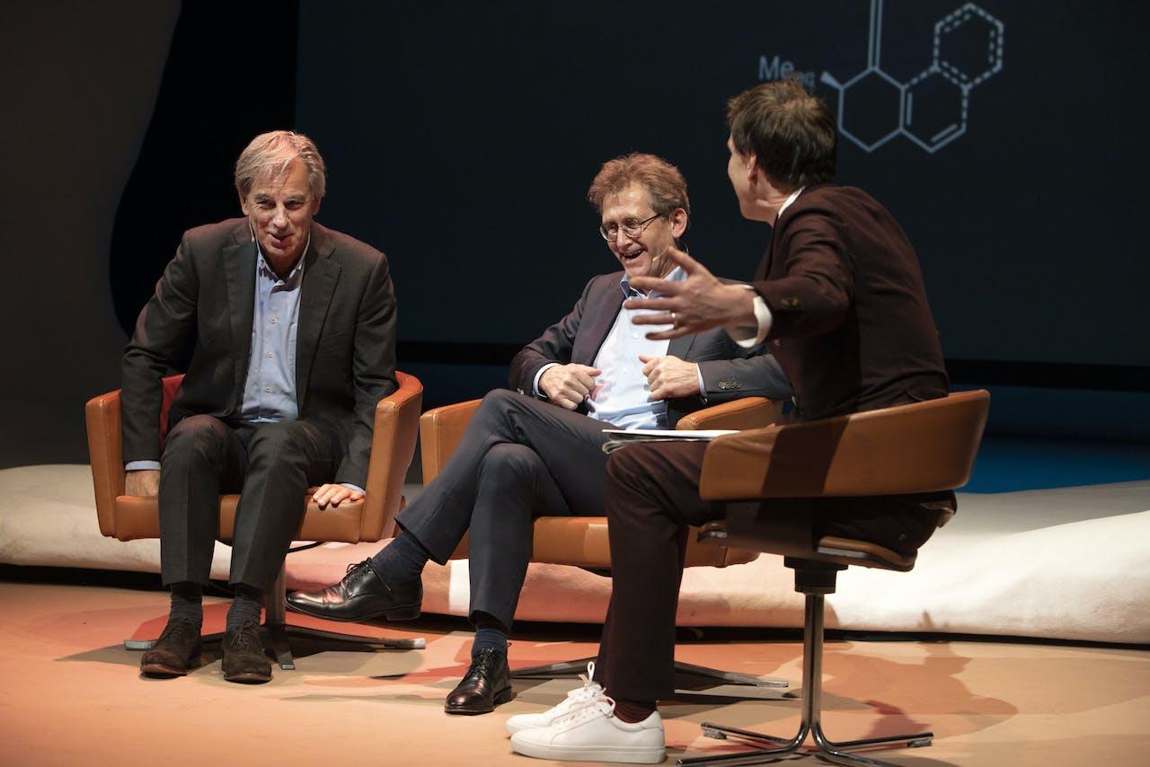 Bert Meijer, Ben Feringa en Jim Jansen (New Scientist) tijdens het Gala van de Wetenschap