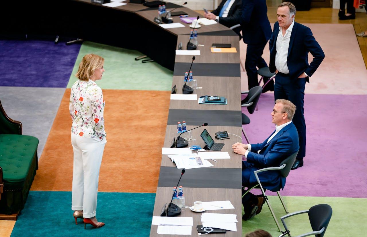 Minister Cora van Nieuwenhuizen in het debat over KLM