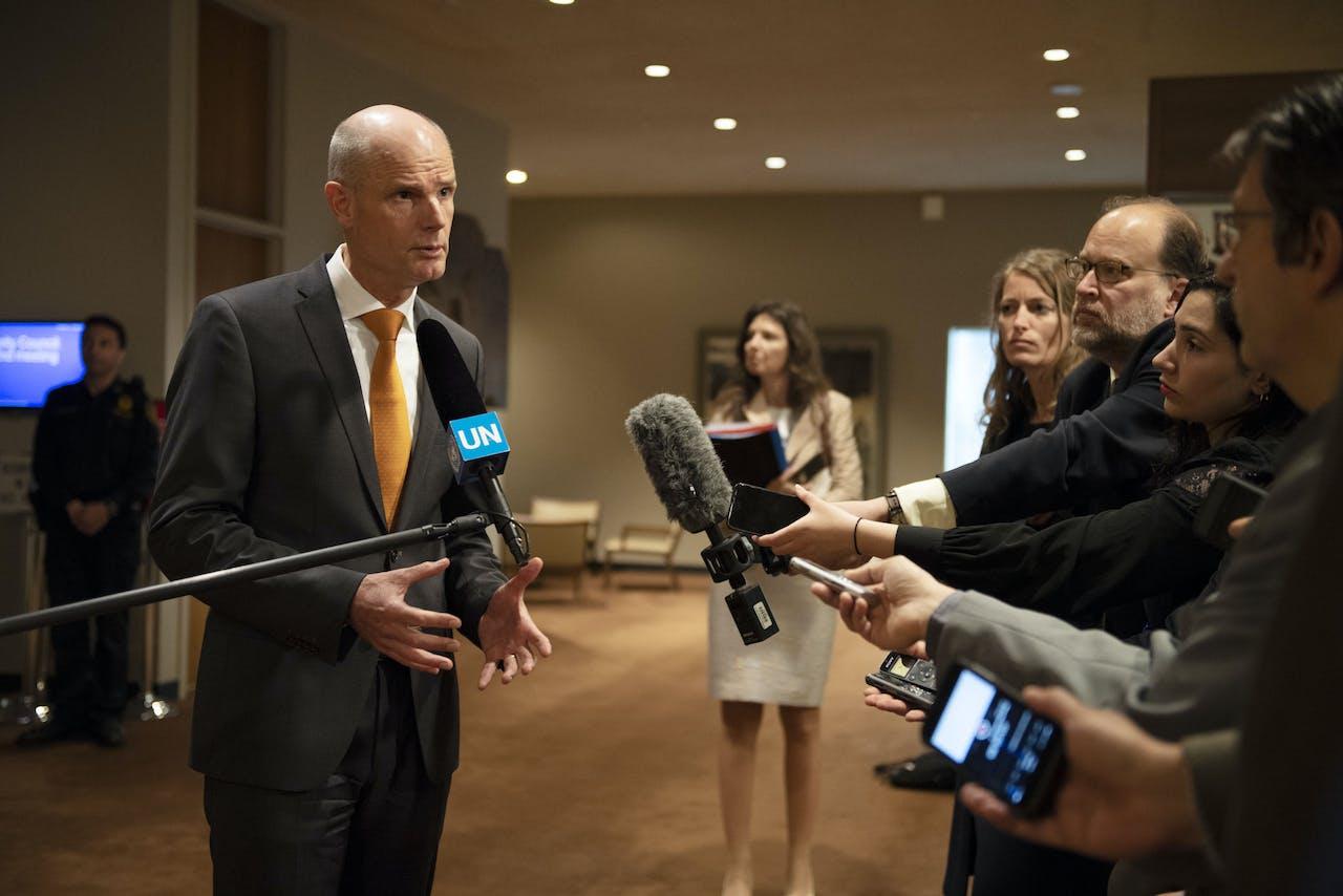 Minister van Buitenlandse Zaken Stef Blok staat de internationale pers te woord voorafgaand aan de vergadering van de VN-Veiligheidsraad.