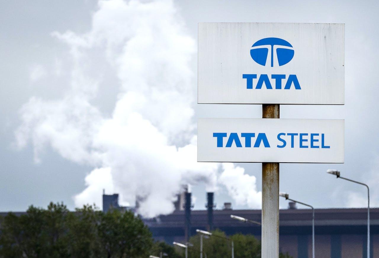 Tata Steel in IJmuiden. Het staalconcern voert zijn reorganisatieplannen in Europa op en verwacht dat dat zal leiden tot banenverlies.