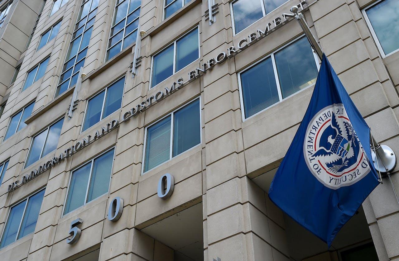 De voorgevel van het hoofdkwartier van Immigration and Customs Enforcement (ICE)