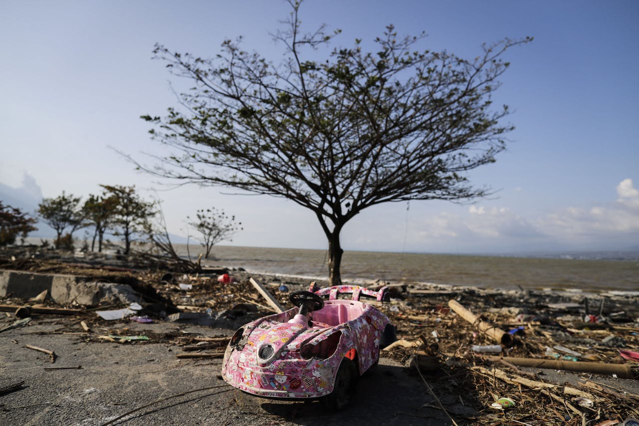 2018-10-01 15:47:42 epaselect epa07061124 A damaged toy scooter on a tsunami devastated area of Talise beach Palu, Central Sulawesi, Indonesia, 01 October 2018. According to reports, at least 844 people have died as a result of a series of powerful earthquakes that hit central Sulawesi on 28 September 2018 and triggered a tsunami. EPA/MAST IRHAM