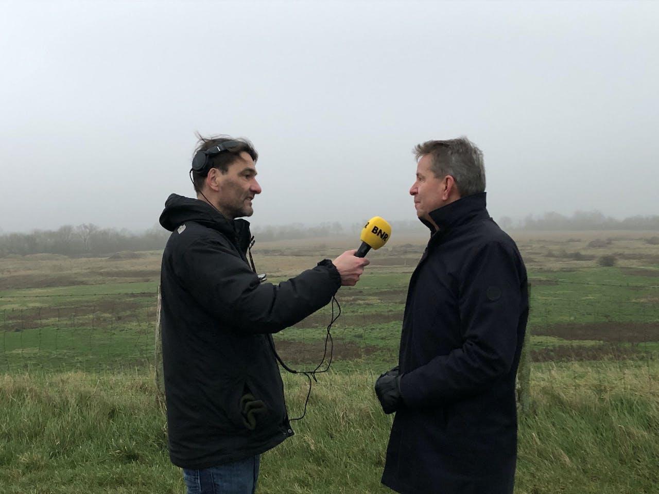 verslaggever Martijn de Rijk spreekt wethouder Albert Vader