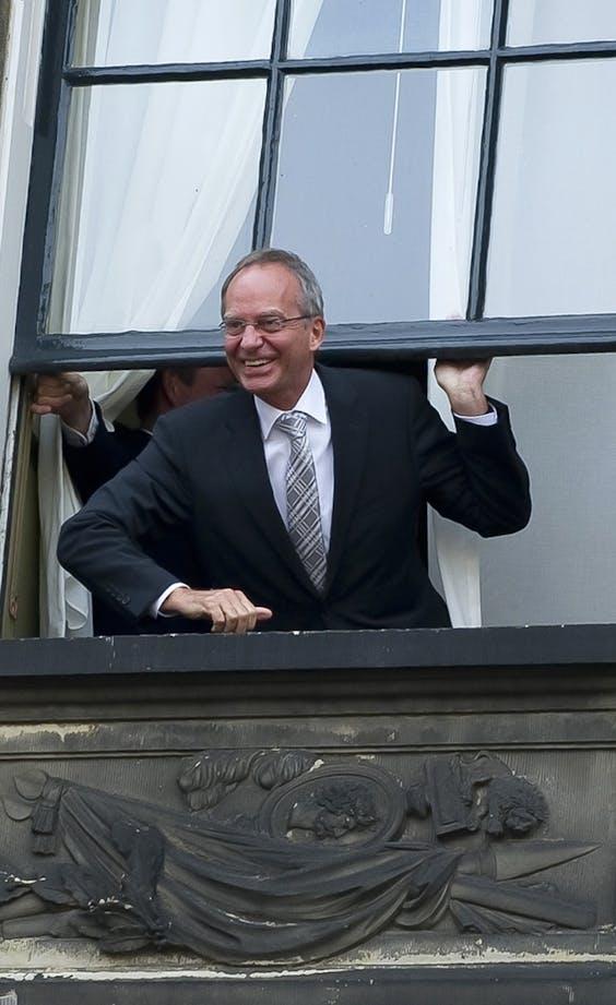 Henk Kamp als informateur op het Binnenhof