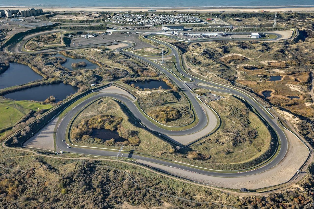 Een luchtopname van Circuit Zandvoort. Het circuit hoeft maar enkele kleine ingrepen uit te voeren om het weer geschikt te maken voor een grand prix in de Formule 1 in 2020.
