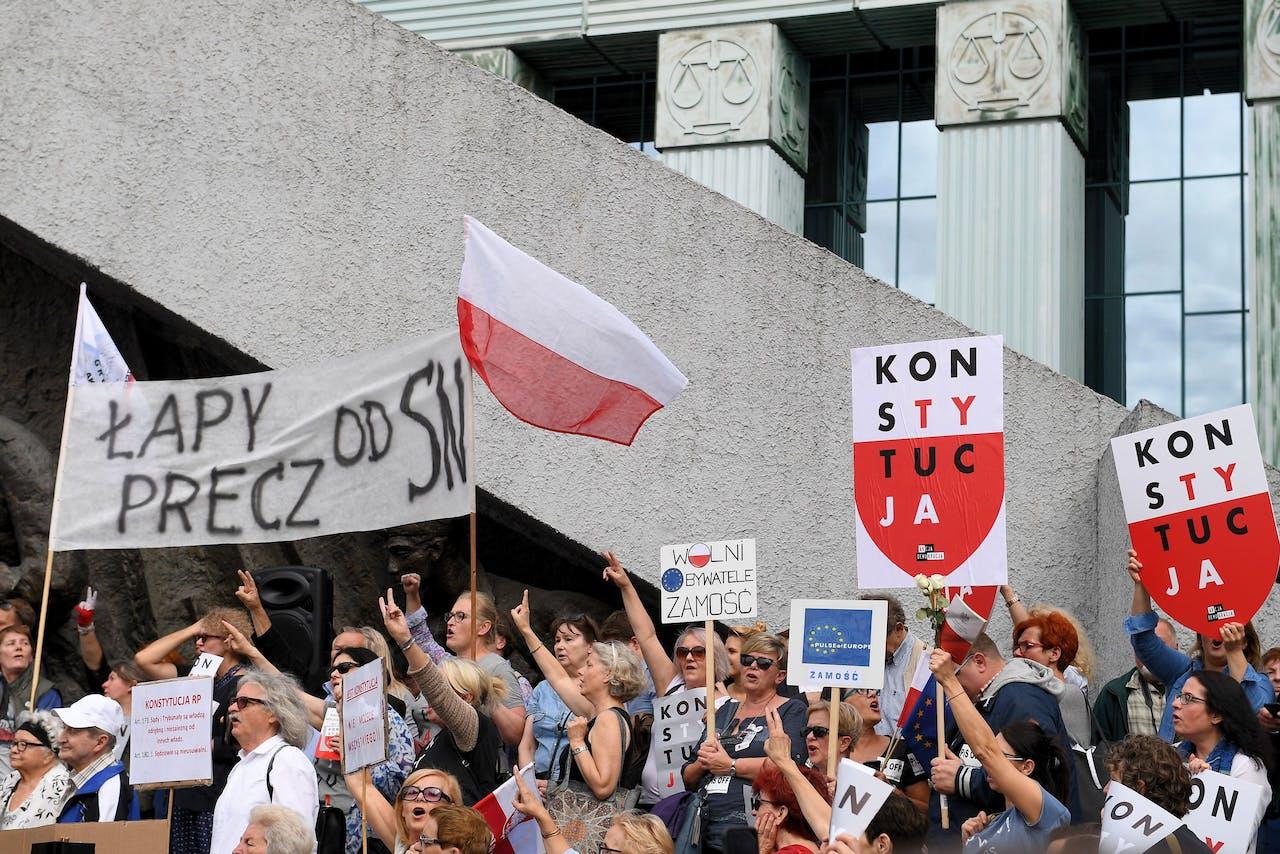 Protesten bij het Hooggerechtshof in Warschau.