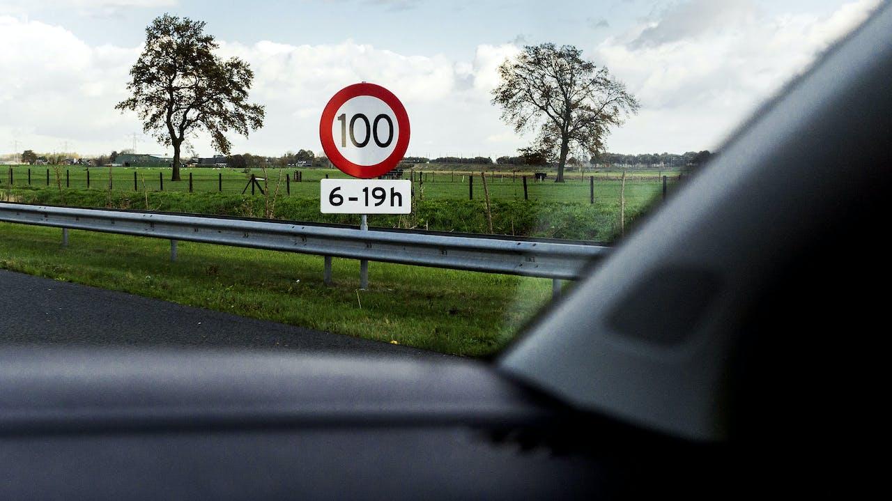 Foto: Snelheidsborden aan de A2