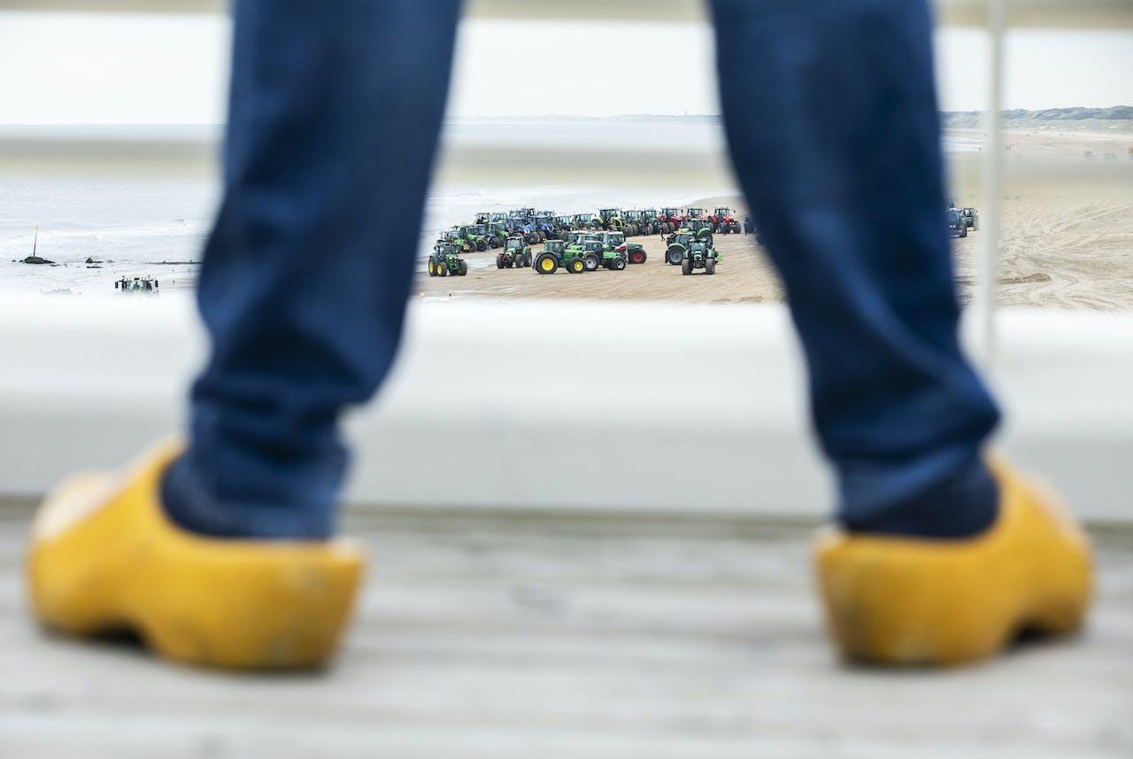 Boeren gaan weer via strand van Scheveningen naar Den Haag.