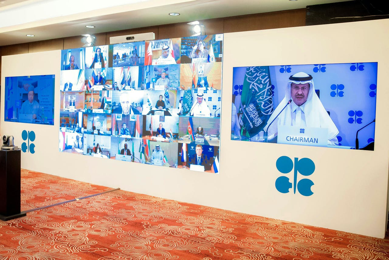 De Saoedische minister van Energie Abdulaziz bin Salman al-Saud tijdens de videoconferentie van de OPEC