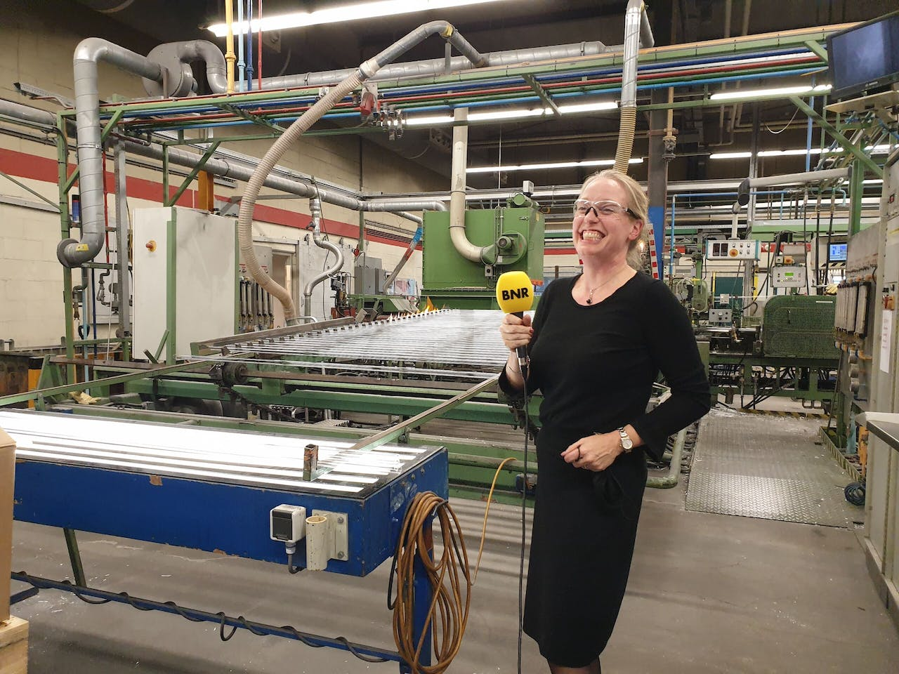Managing director Nina Huck in de fabriek van Qsil