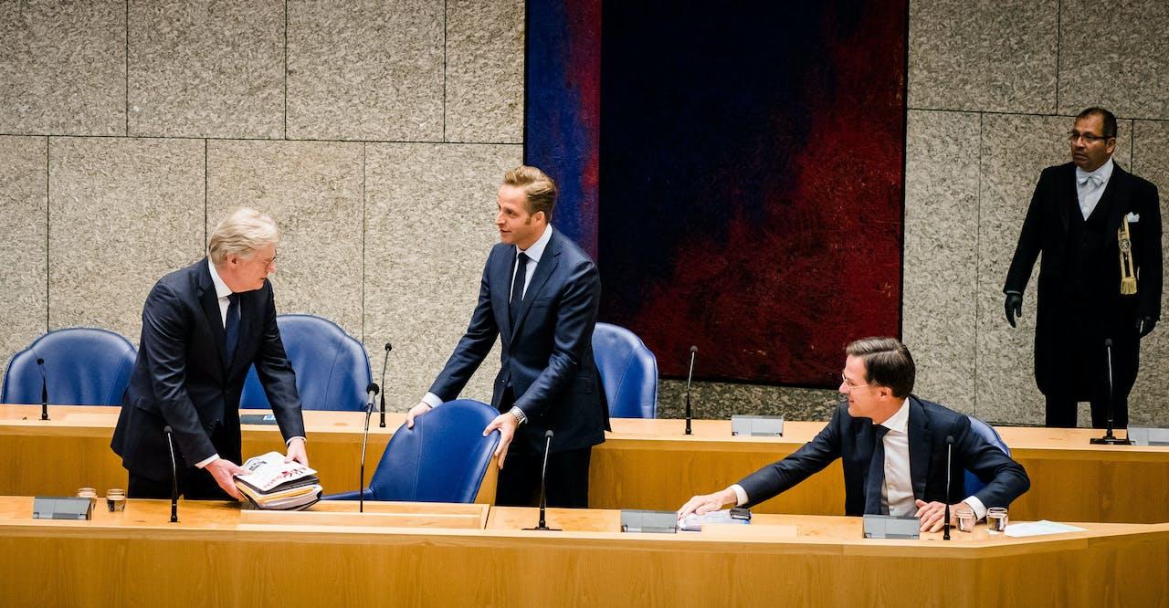 Minister Van Rijn, minister De Jonge en premier Rutte tijdens een debat in de Tweede Kamer over de ontwikkelingen rondom het coronavirus.