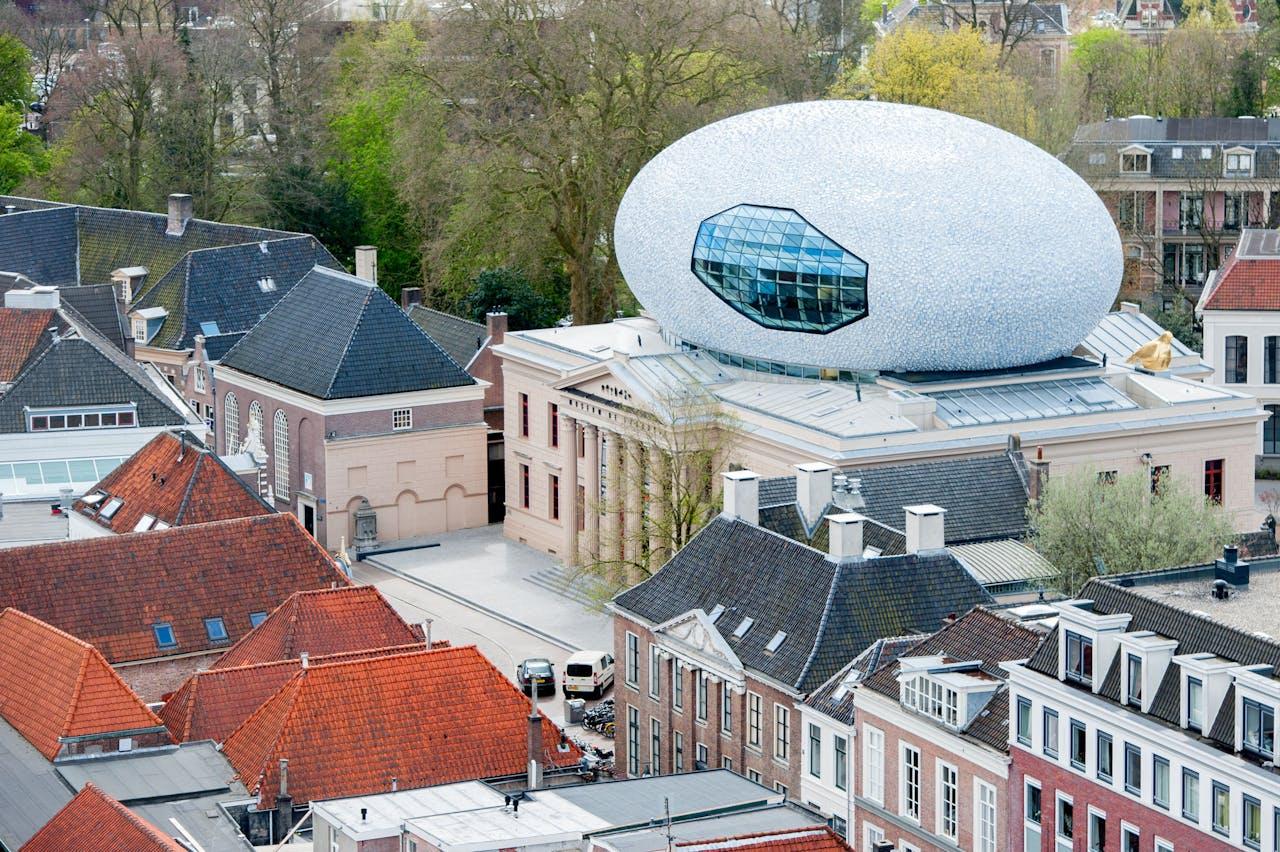 Museum de Fundatie aan de Blijmarkt in Zwolle, gezien vanaf de Peperbus