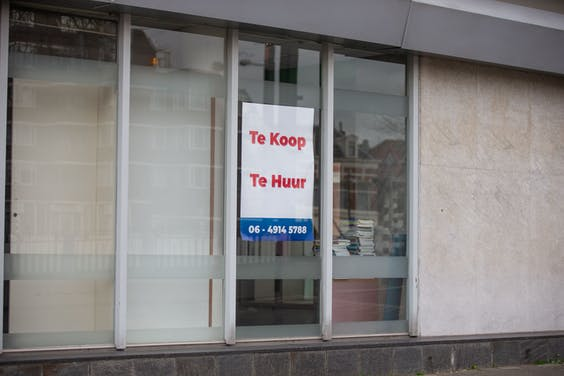 Door de coronacrisis staan veel winkelpanden leeg.