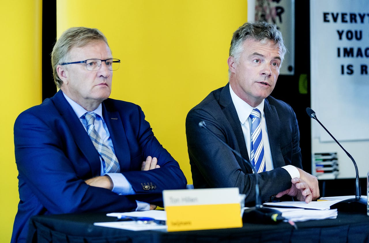 CEO Ton Hillen (links) en CFO Hans Janssen geven een toelichting op de halfjaarcijfers 2018 van Heijmans.