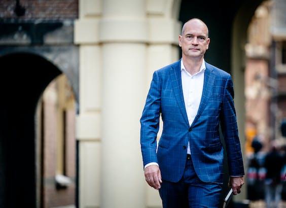 DEN HAAG - Gert-Jan Segers (ChristenUnie) arriveert op het Binnenhof voor een gesprek met informateur Mariëtte Hamer over de kabinetsformatie.