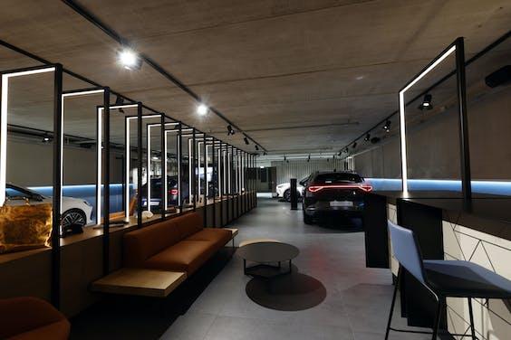 De eerste garage van Cupra in Move Amsterdam, het experience center van auto-importeur Pon