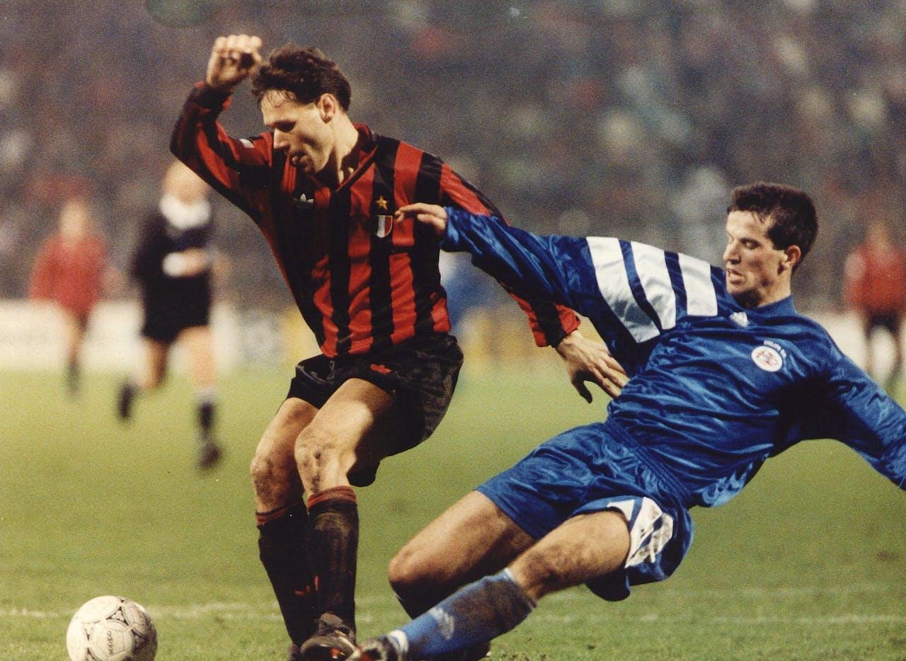 Marco van Basten in het shirt van AC Milan.