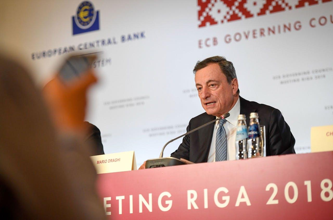Mario Draghi maakt bekend te stoppen met het opkoopprogramma.