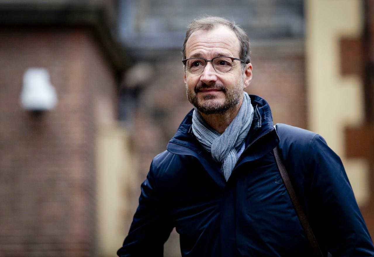 Eric Wiebes, minister van Economische Zaken noemt houtkachels en barbecues vervuildend