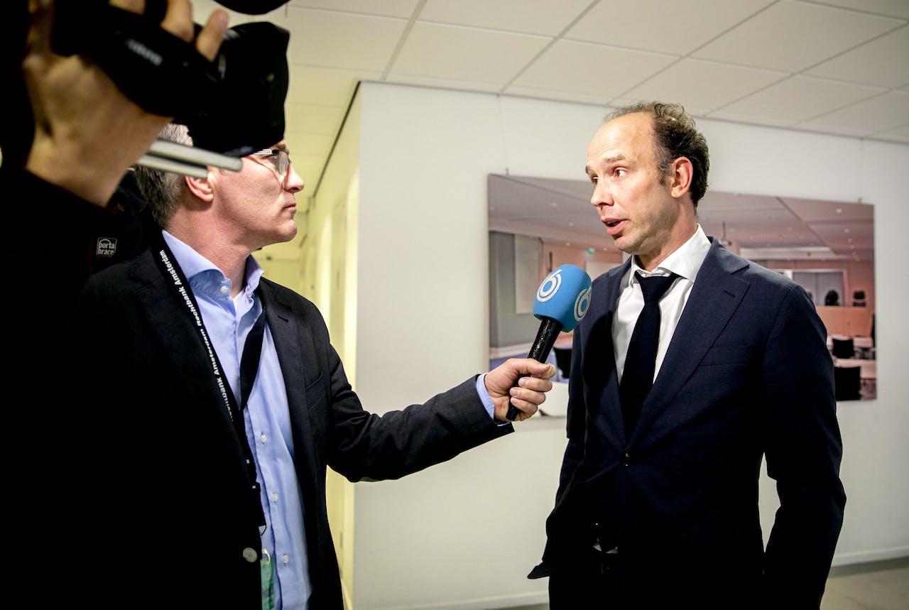 Sander Janssen, de advocaat van Willem Holleeder, staat de pers te woord in de bunker, de extra beveiligde rechtbank in Amsterdam, waar het OM levenslang eiste in de strafzaak tegen Willem Holleeder.