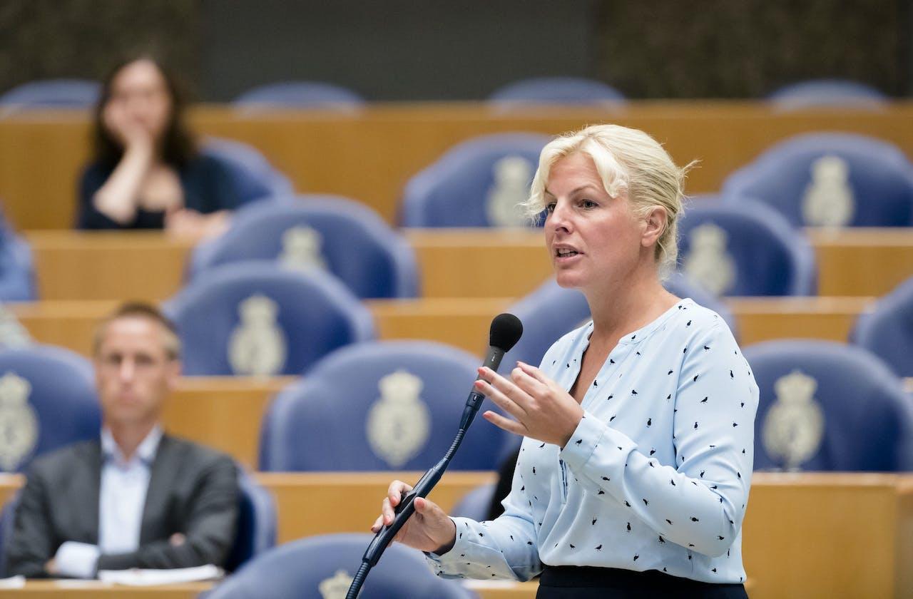 Attje Kuiken (Pvda) tijdens het vragenuurtje in de Tweede Kamer.