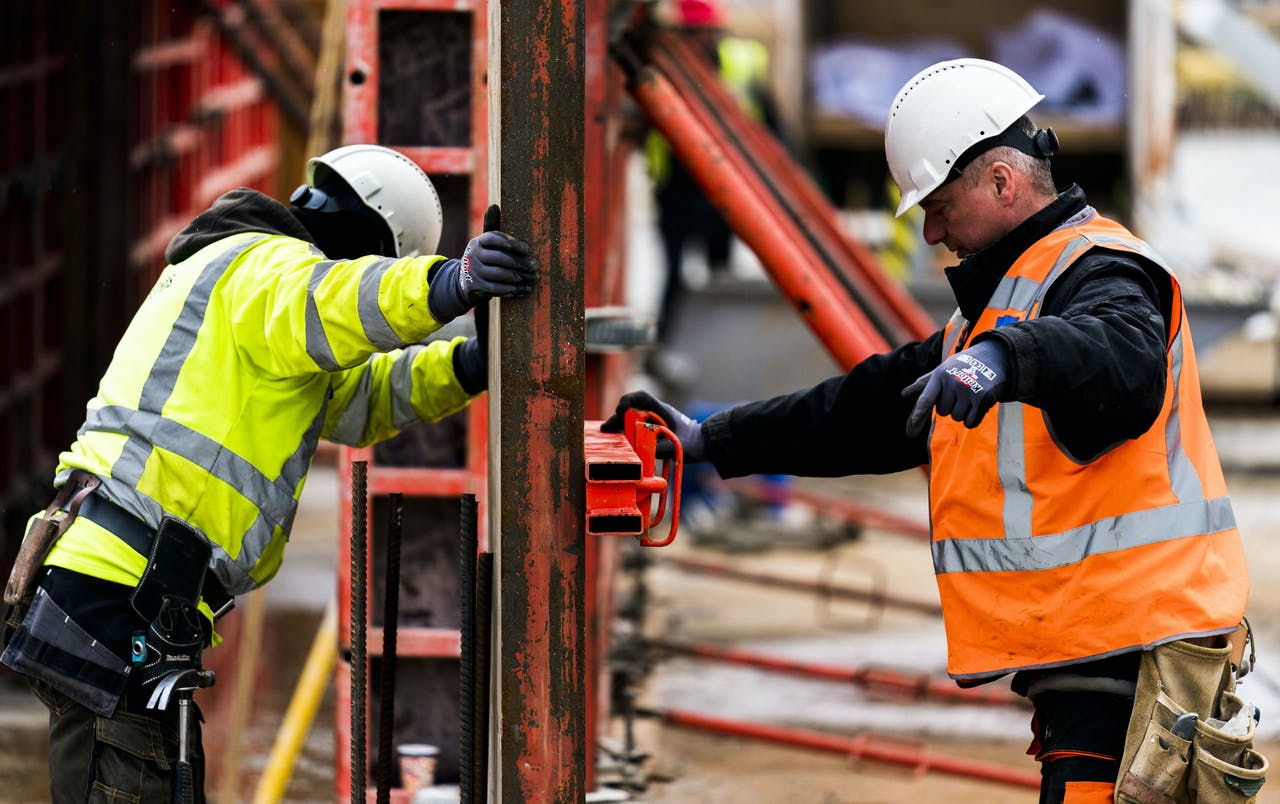 2019-02-21 09:51:45 DEN HAAG - Werkzaamheden op een bouwterrein van Heijmans NV in Den Haag. Het bouwbedrijf heeft in 2018 de omzet zien groeien met 13 procent naar bijna 1,6 miljard euro. ANP XTRA FREEK VAN DEN BERGH