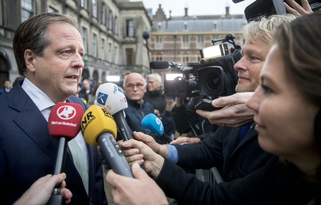 2017-10-09 10:07:38 DEN HAAG - Alexander Pechtold (D66) verlaat het Binnenhof na gesprekken met informateur Gerrit Zalm. ANP JERRY LAMPEN