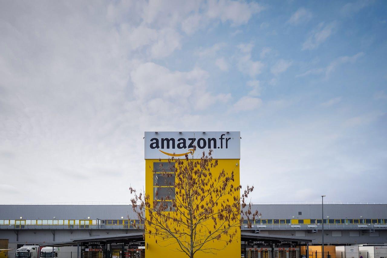 Een distriebutiecentrum van Amazon in Sagan, Frankrijk.