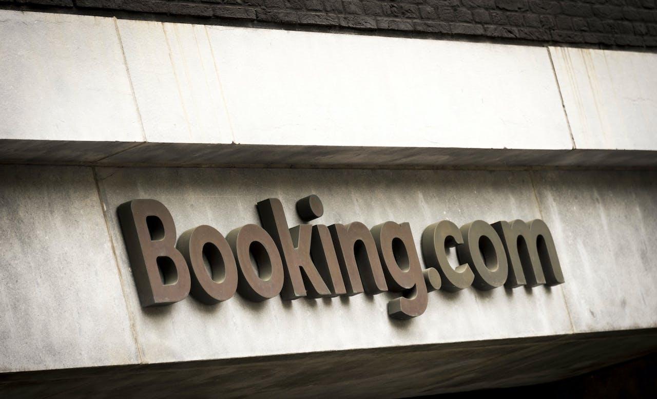 Exterieur van het hoofdkantoor van Booking.com in Amsterdam