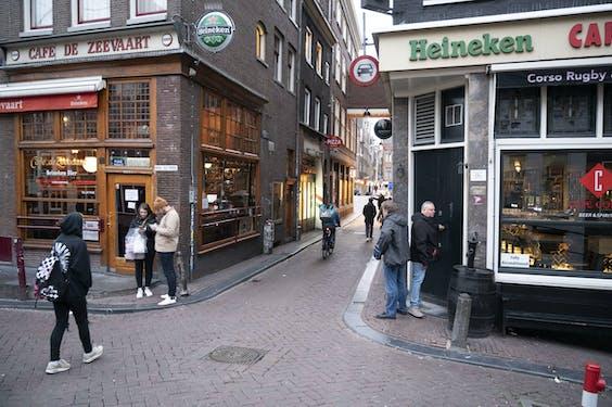 Op de Amsterdamse Wallen is de grootste drukte nu wel voorbij...