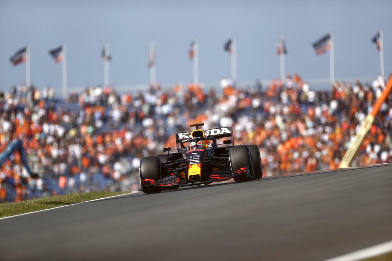 ZANDVOORT - Max Verstappen (Red Bull Racing) in actie tijdens de eerste vrije training op het circuit van Zandvoort. Voor het eerst sinds 36 jaar wordt op Circuit Zandvoort de Formule 1-wedstrijd Dutch Grand Prix Zandvoort verreden. ANP KOEN VAN WEEL