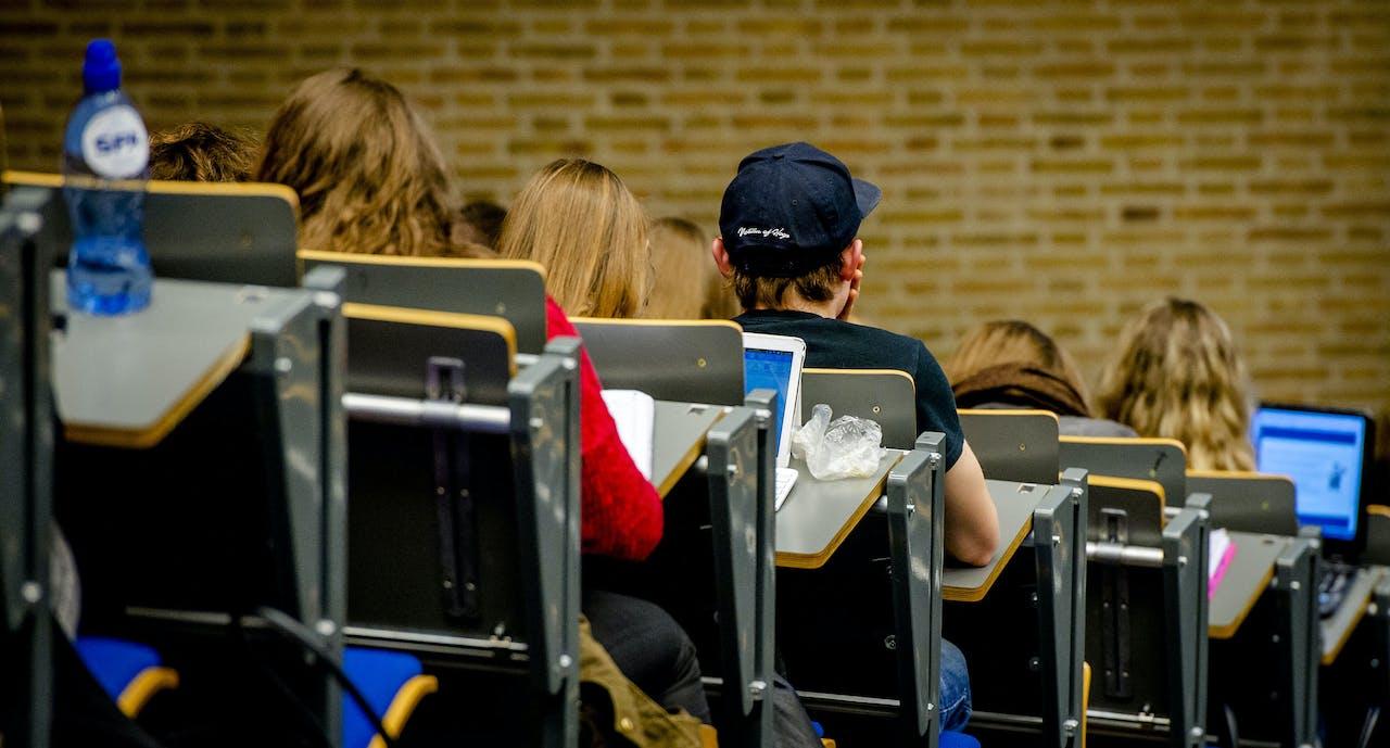 Collegezaal van de Universiteit Tilburg.