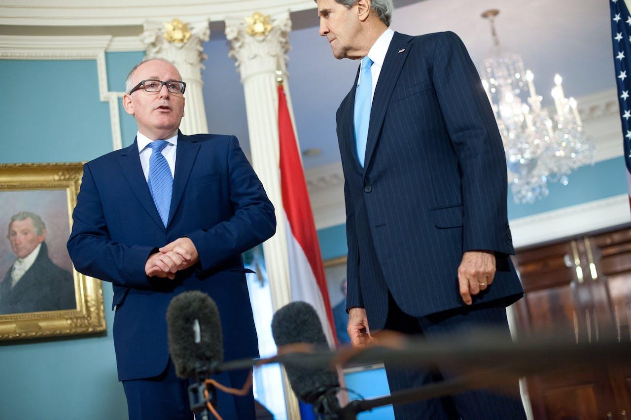 Archiefbeeld van Frans Timmermans, nu Eurocommissaris van Klimaat samen met John Kerry, de nieuwe klimaatgezant van de regering van Joe Biden. Timmermans verwacht nauw met Kerry samen te werken in de komende periode.