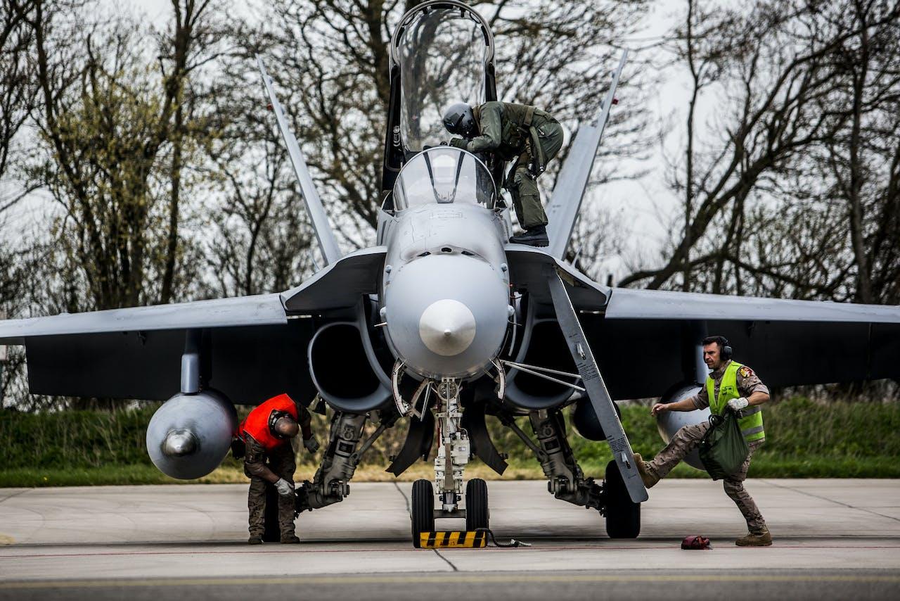 Jachtvliegtuigen van de Spanish Air force tijdens Frisian Flag 2018, een internationale vliegoefening met als doel piloten op samenwerking in lastige situaties te trainen.