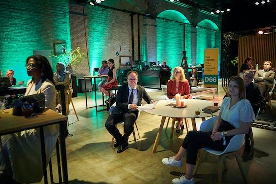 Voorzitter van de programmacommissie Wouter Koolmees en lijstrekker Sigrid Kaag tijdens de presentatie van het concept-verkiezingsprogramma van D66