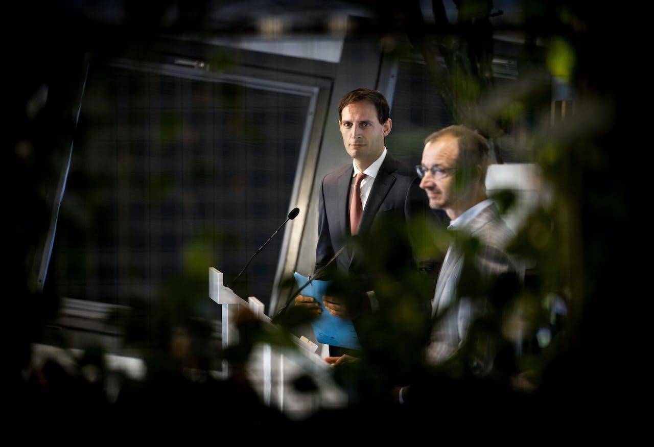 Ministers Wopke Hoekstra (Financien) en Eric Wiebes (Economische Zaken)