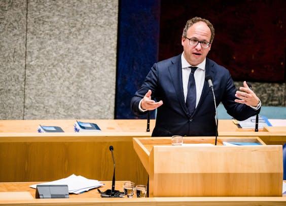 Minister Wouter Koolmees van Sociale Zaken en Werkgelegenheid tijdens het Kamerdebat over het derde steunpakket voor bedrijven en werknemers.