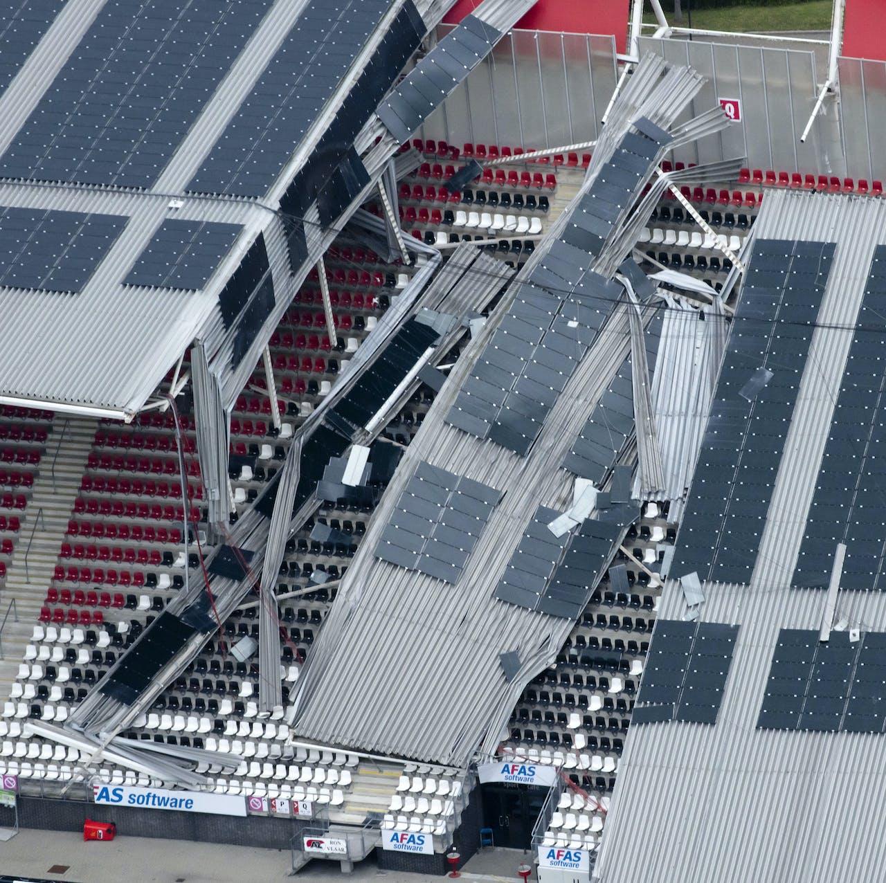 2019-08-11 00:00:00 ALKMAAR - Een luchtfoto van de schade aan het dak van het AFAS Stadion van AZ. Een gedeelte van het dak van het stadion is ingestort. ANP DUTCHPHOTO