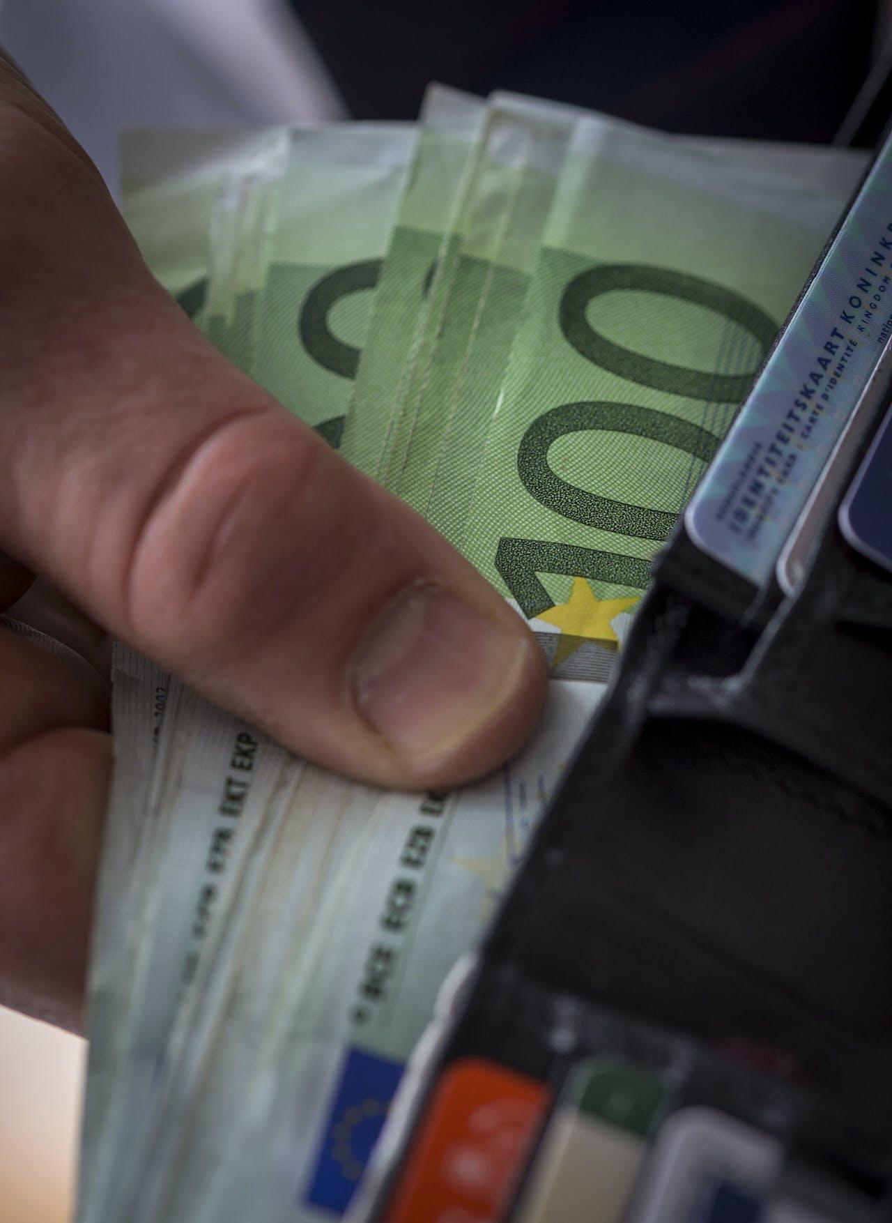 Een stapel van honderd eurobiljetten