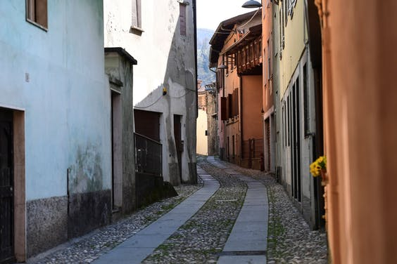 Vertova nabij Bergamo in maart