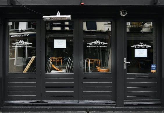 Gesloten cafés in het uitgaansgebied van Eindhoven, afgelopen maart.