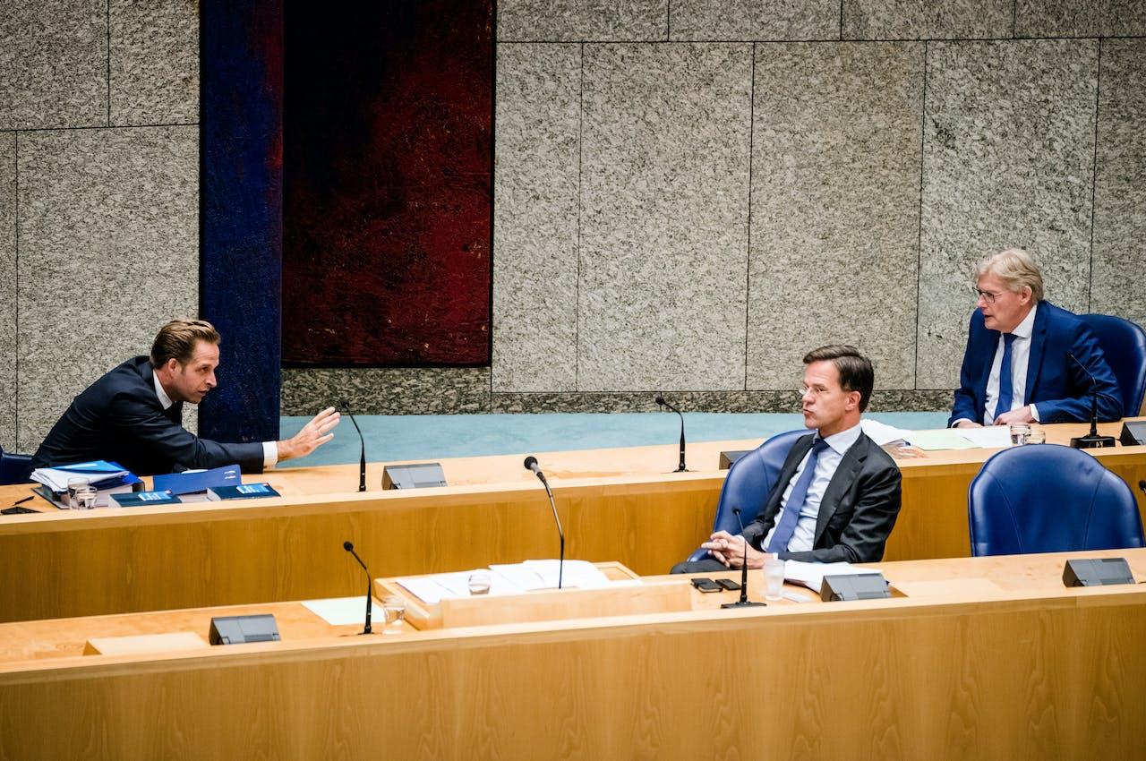 Premier Rutte en ministers De Jonge en Van Rijn tijdens het coronadebat van donderdagavond.