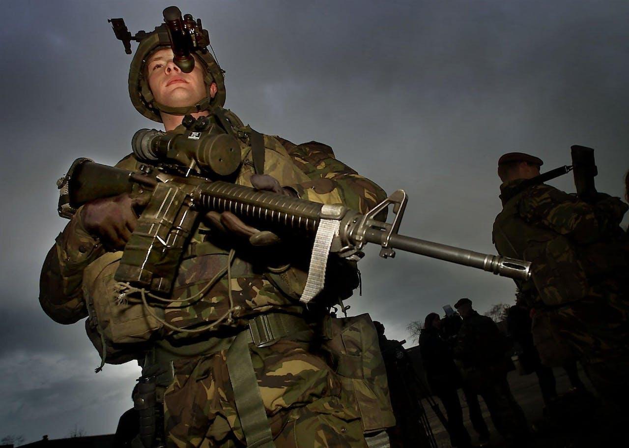 Militairen met nachtkijkers