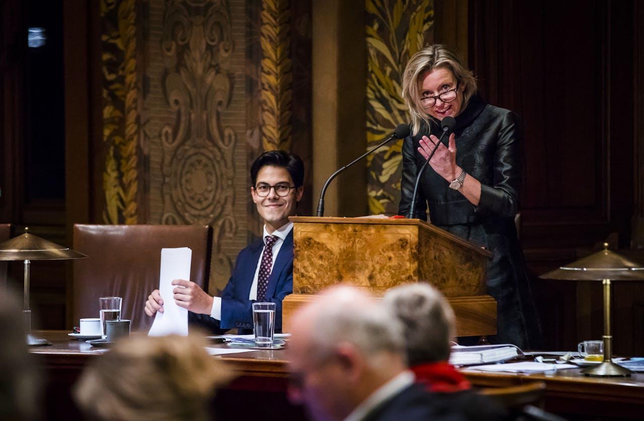2018-11-13 20:19:19 DEN HAAG - D66-fractievoorzitter Rob Jetten en Minister Kajsa Ollongren van Binnenlandse Zaken en Koninkrijksrelaties (D66) in de Eerste Kamer. Hij verdedigt daar zijn initiatiefwet om de benoeming van de burgemeester uit de Grondwet te halen. ANP BART MAAT