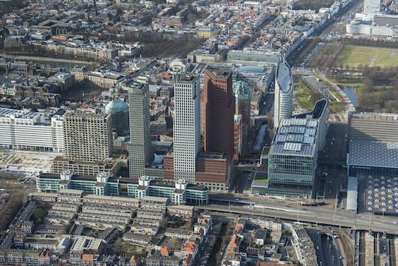 Luchtfoto van de ministeries in Den Haag.