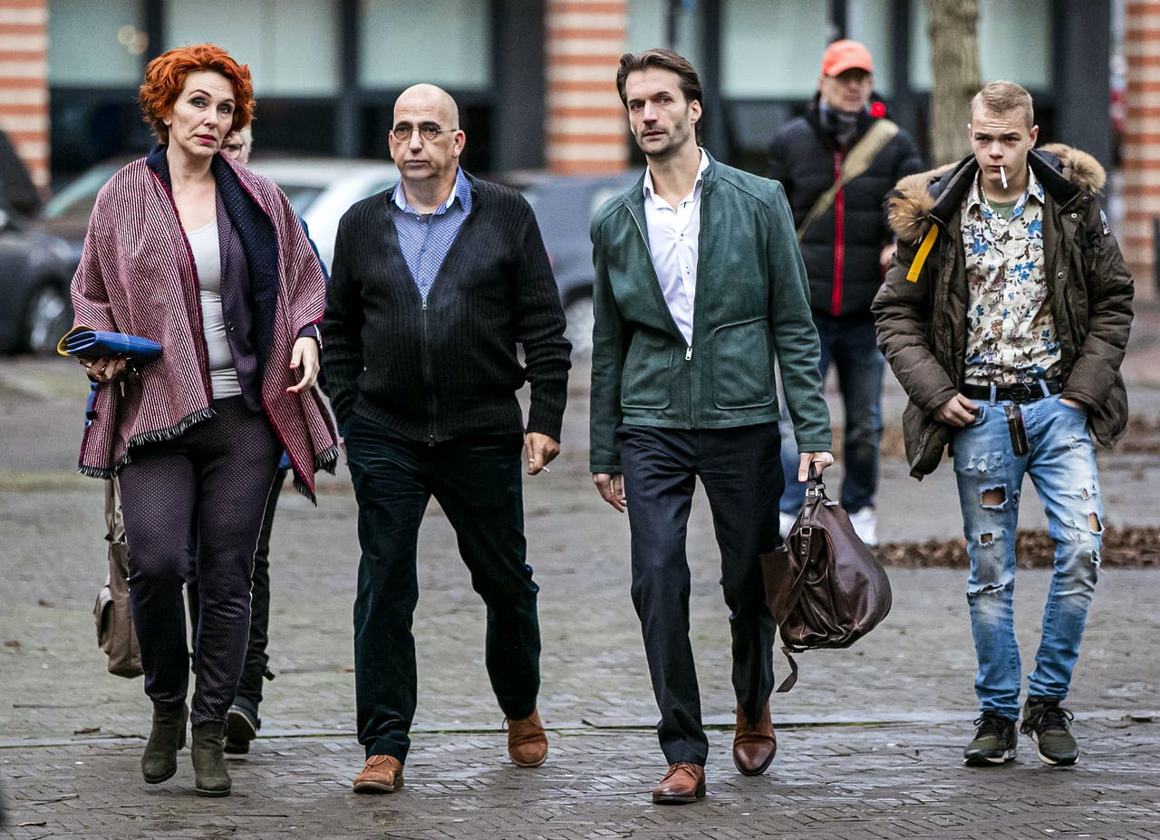 Advocaat Sebas Diekstra arriveert samen met de familie van één van de slachtoffers bij de rechtbank voor een regiezitting in de rechtszaak omtrent de 'tramschutter' Gökmen T.
