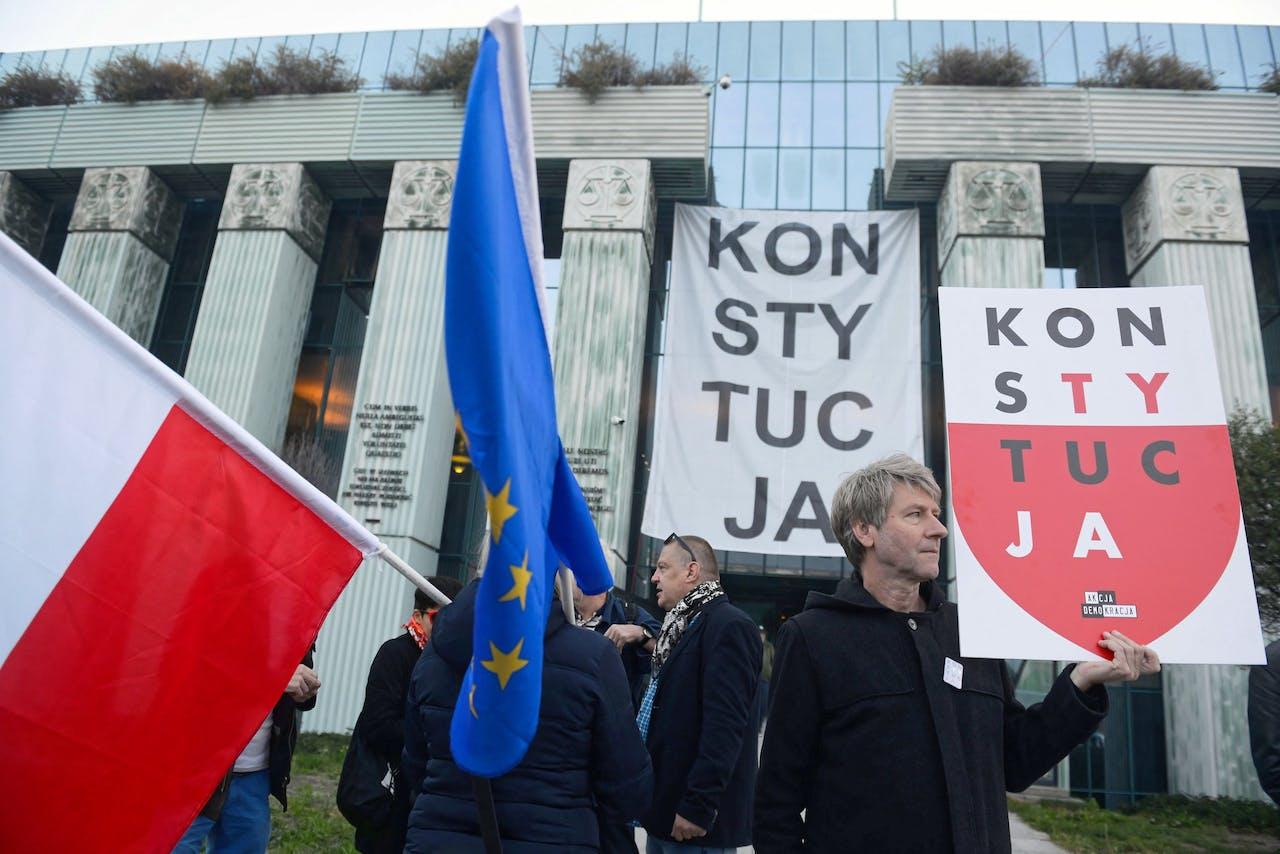 Demonstranten voor het hooggerechtshof in Polen.